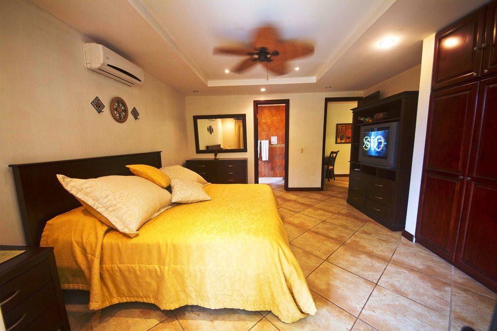 Habitaciones dobles con camas king y queen for Hoteles con habitaciones dobles comunicadas